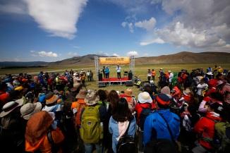 사진 01_18일 첫 선보인 몽골올레를 걷기 위해 한국 및 현지에서 500여명의 사람들이 개장 행사를 함께했다.